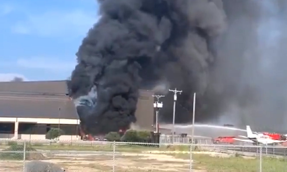 Plane crashes into hangar at Texas airport, killing 10 - BNO