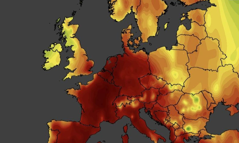 European heatwave: Paris breaks record temperatures