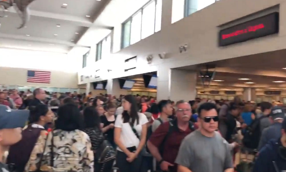 USA border computer outage causes airport chaos